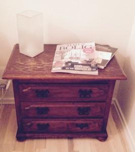 Mit natbord med et boligmagasin jeg IKKE får læst - og derfor IKKE er interesseret i at abonnere på...