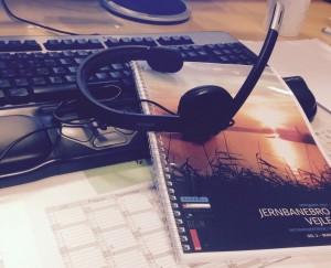 Da den øvrige del af projektledelsen pt. sidder i KBH og Indien, bruger jeg rigtig meget tid i videomøder, så mit headset har fået en fast plads på skrivebordet.