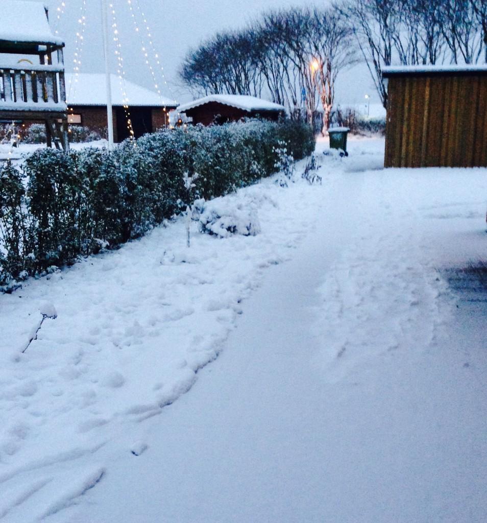 Der skal skovles sne igen - og der er kun én til at gøre det...
