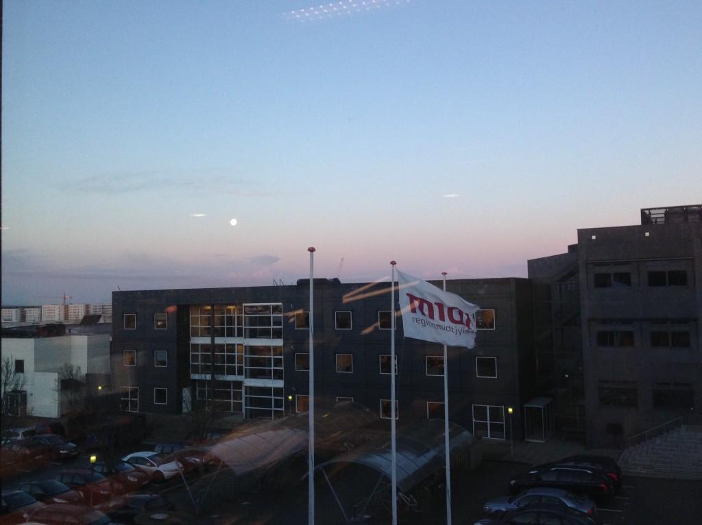Udsigt til fin morgenhimmel fra min vinduesplads på kontoret.