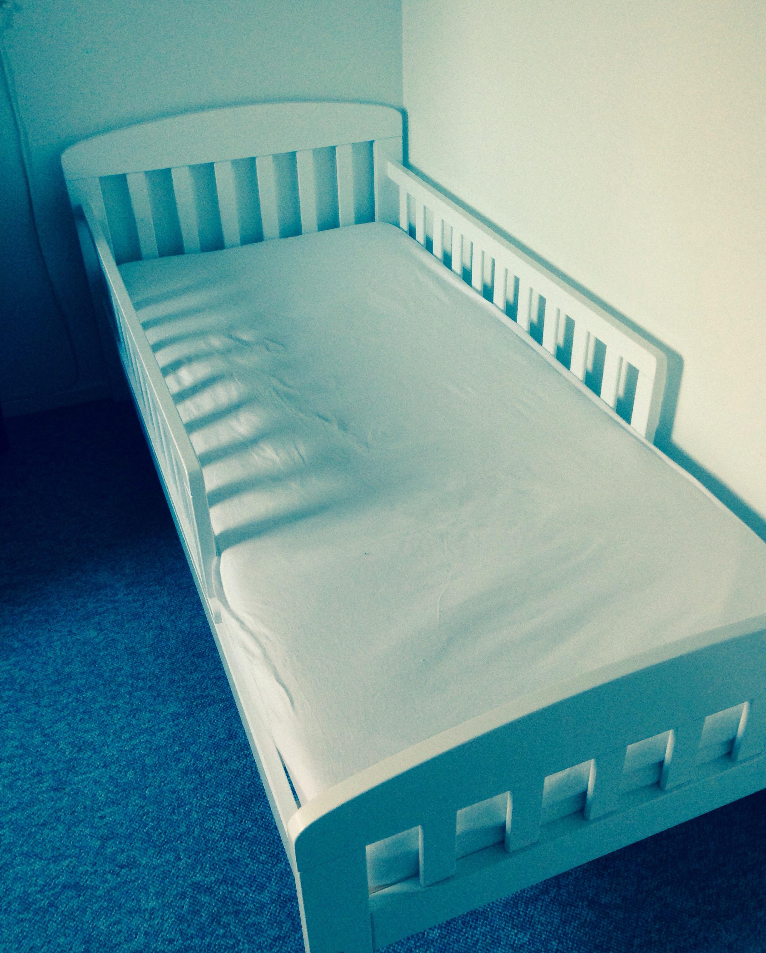 Den nye seng - uden dyne, da der puttes i stuen