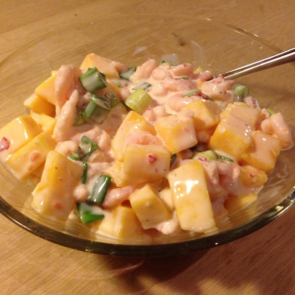 Rejesalat med mango og forårsløg.