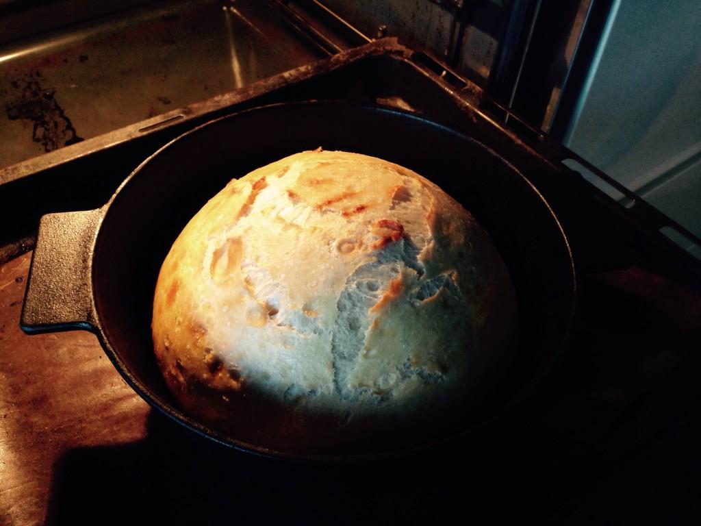 Her mangler brødet at blive bagt 15 min uden låg.