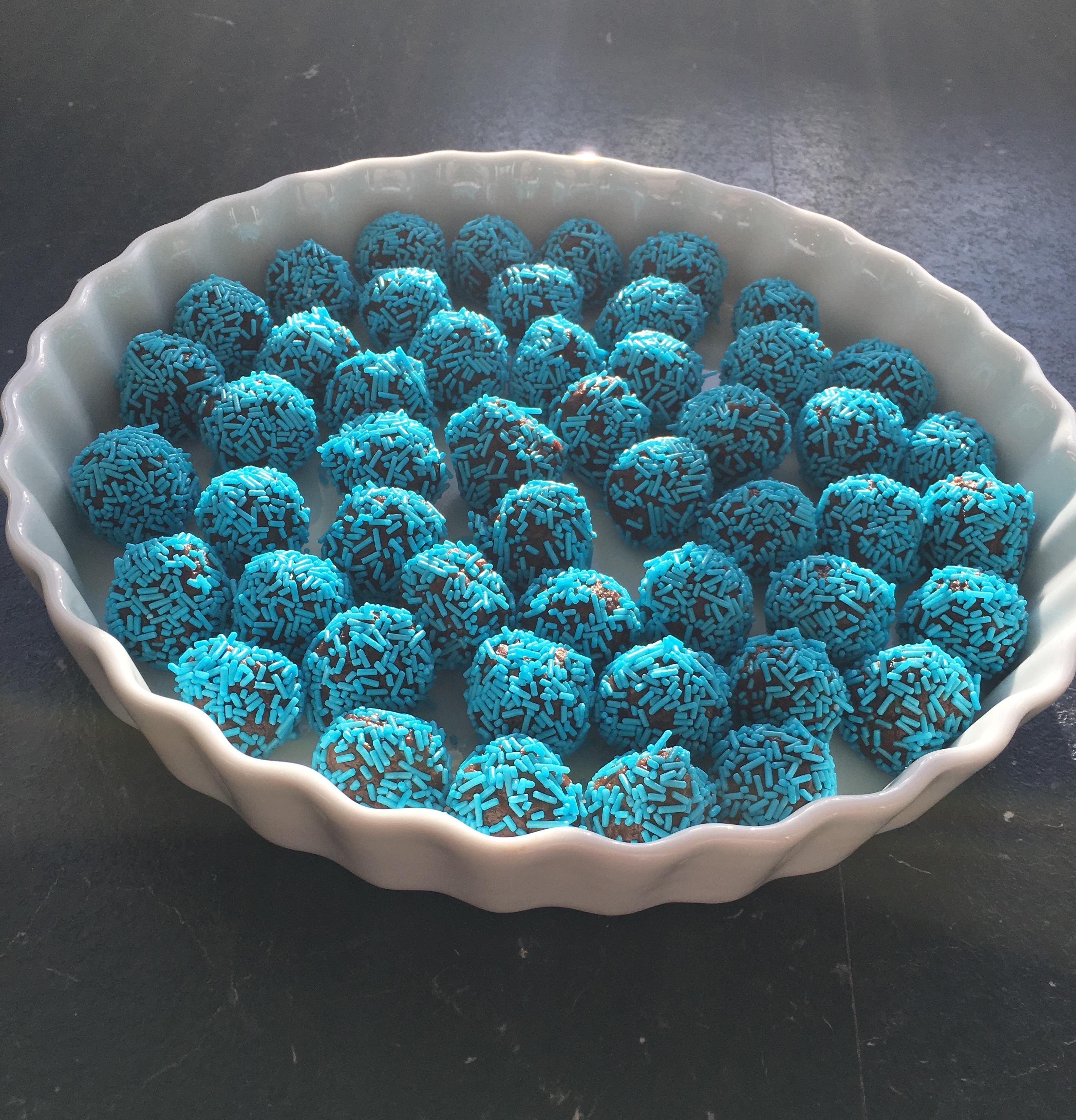 Jeg lagde en opskrift på de blå trøfler fra barnedåben på bloggen.